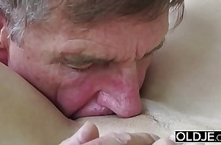 Old Young Porn Teen gives Blowjob Deepthroat Cumshot After Pussy Fucking