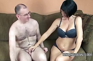 Mature babe Swallows gives a blowjob to a stranger